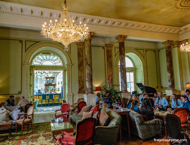 Sala de estar do Hotel Radisson Blu St Helen's, em Dublin