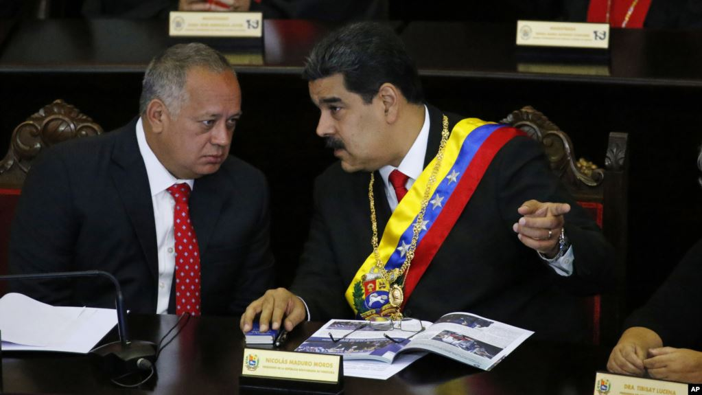 Diosdado Cabello, considerado el hombre más poderoso de Venezuela después del presidente en disputa Nicolás Maduro, se reunió el mes pasado en Caracas con una persona que está en contacto cercano con el gobierno del presidente estadounidense Donald Trump, según informó AP