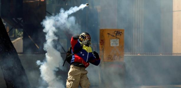 Maduro usa gás lacrimogêneo brasileiro para reprimir protestos
