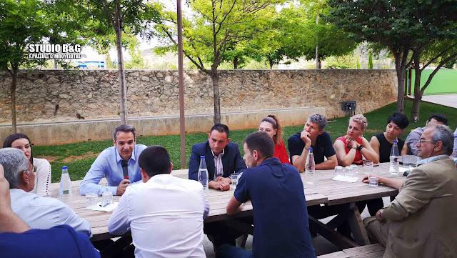 Με νέους αγρότες συναντήθηκε ο Κυριάκος Μητσοτάκης στο Ναύπλιο (βίντεο)