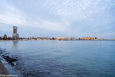 Port w Gdyni z bulwaru Nowowiejskiego
