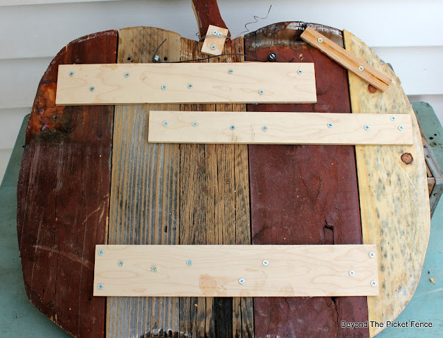 salvaged wood, scraps. fall decor, wood pumpkin, DIY, http://goo.gl/yz4Uln