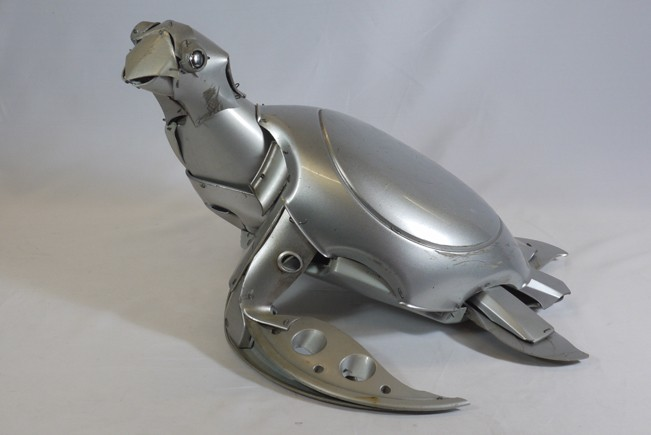 21-Turtle-Ptolemy-Elrington-Hubcap-Creatures-and-other-Car-Parts-Animal-Sculptures-www-designstack-co