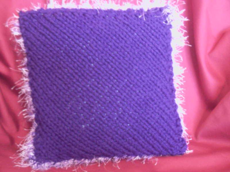 Knit'n'stitch Sue: Fluffy cushion