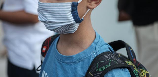 Θεσπρωτία: Στα σχολεία της Θεσπρωτίας τα παιδιά με μάσκες κατά τον αγιασμό