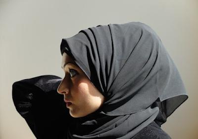 Inilah Hukum Wanita Menggelung Rambut yang Membentuk Benjolan