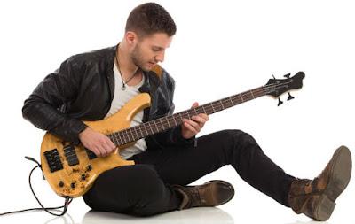 Cách chọn mua đàn guitar bass tốt cho người mới học