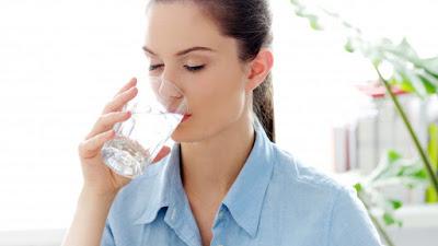 Bisakah minum lebih banyak air membantu Anda menurunkan berat badan? Mari kita cari tahu