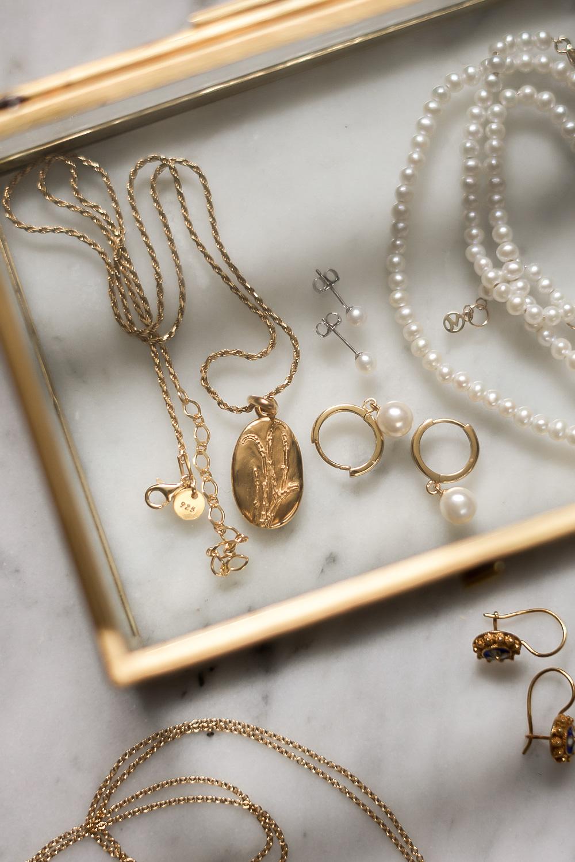Modern-minimalist-jewellery-essentials-classic-style
