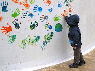 berbagai manfaat finger painting untuk anak