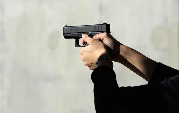 """У Херсоні """"снайпер"""" стріляв по трубі, а попав у підлітка"""
