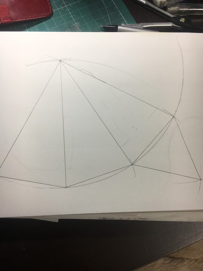 切り絵で立体クリスマスツリーを作ってみた その1~中学数学を思い出して三角錐の展開図を描く