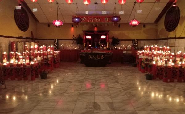 Suasana Malam Hari di Vihara Sian Jin Ku Poh Tonjong
