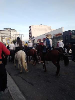 Cabalgata en la Feria de Manizales por la Avenida Santander