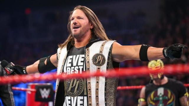 Vídeo: Fã invadiu o ringue durante o RAW
