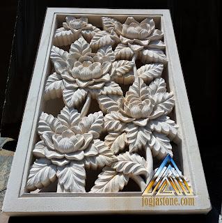 Roster bunga mawar dibuat dari batu alam paras jogja, batu paras putih