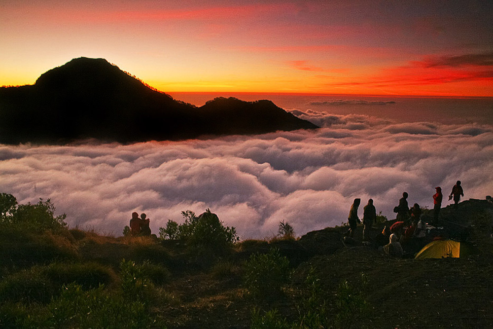 Sunset Plawangan Sembalun an altitude 2639 meters - Mount Rinjani