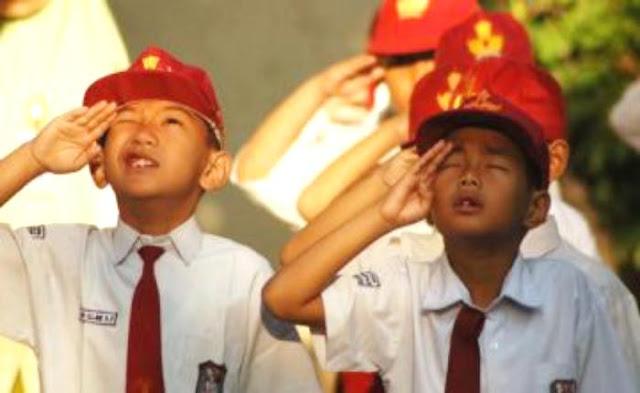 Wajibkah Sipil Menghormati Bendera Merah Putih dengan Cara Militer?