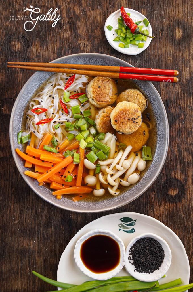 kolorowe-warzywa-makaron-zupa