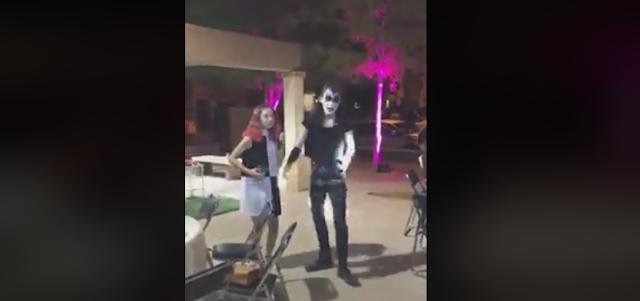 sujeto vestido gene simmons kiss baila cumbia