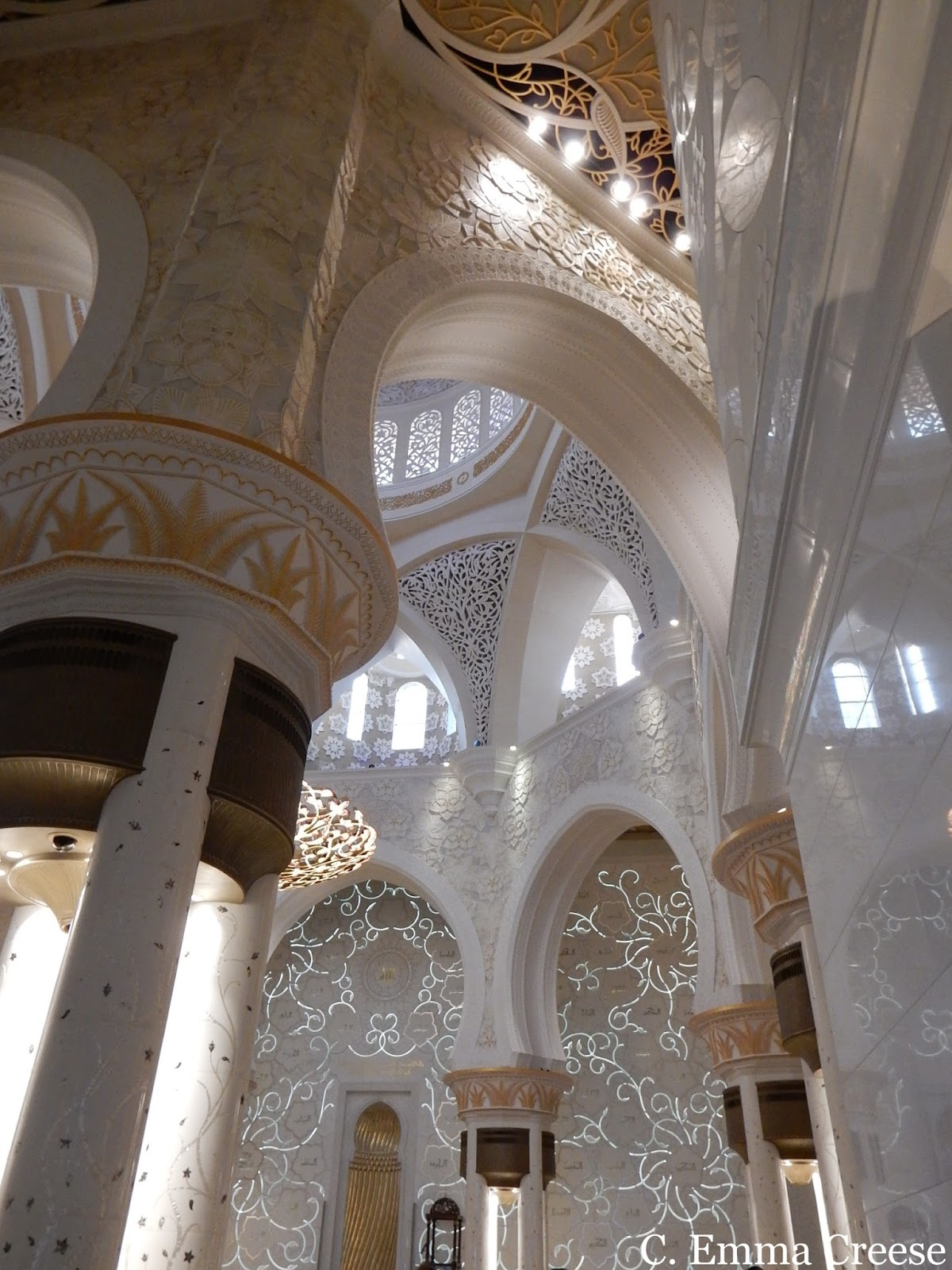 Must to Abu Dhabi: Visit the opulent and etheral Abu Dhabi Grand Mosque