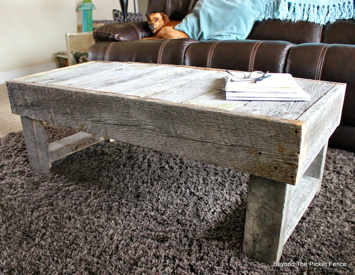 reclaimed wood, barn wood, building furniture, coffee table, salvaged wood, Beyond The Picket Fence,http://bec4-beyondthepicketfence.blogspot.com/2015/02/barn-wood-coffee-table-and-change.html
