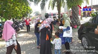 Srikandi SKB Bagikan Nasi Kotak Bagi Keluarga Pasien