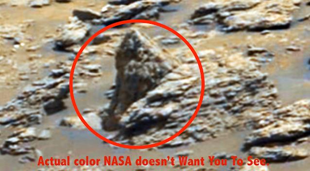 Dos extraterrestres tallados en piedra detrás de la cabeza de un dragón, en Marte 2