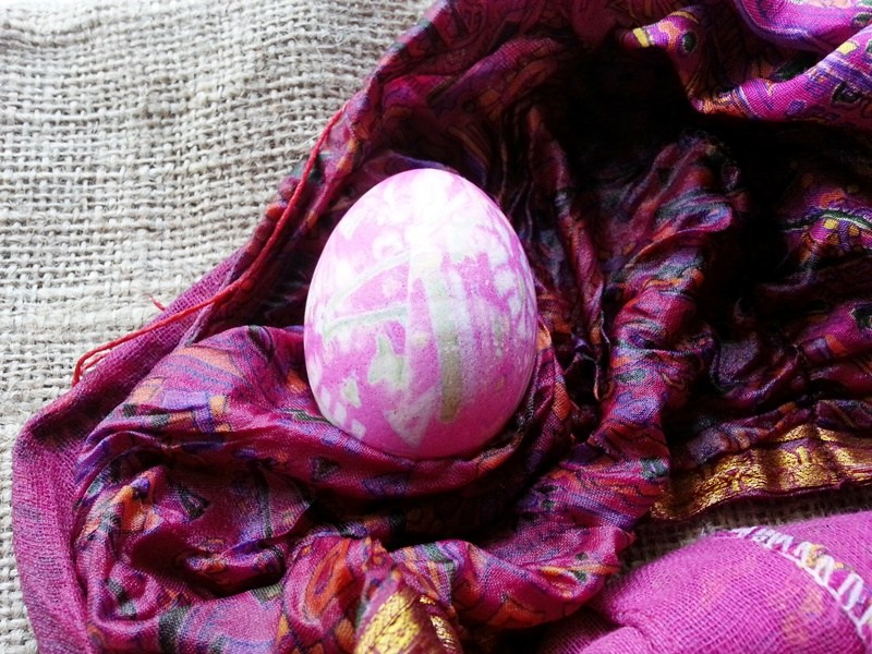 how to dye eggs with silk