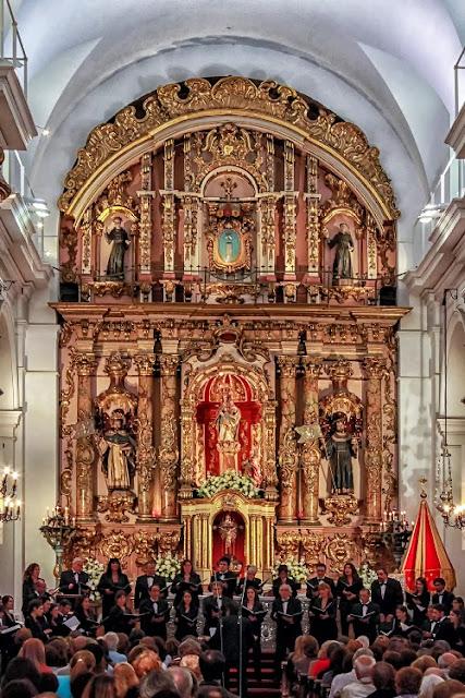 Interior de la Basílica del Pilar y el coro Kennedy.