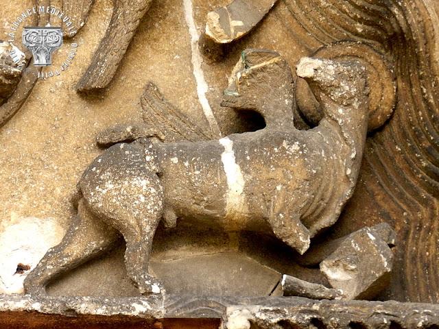 TIL-CHATEL (21) - Eglise romane Saint-Florent (Extérieur) : le portail de la façade