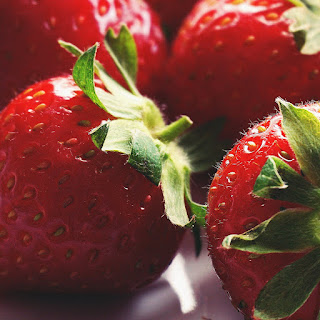 How to Wash Strawberries to Keep Them Delicious