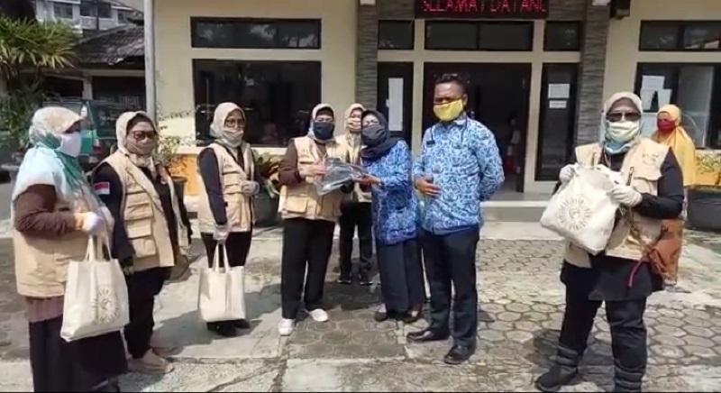 BENTUK KEPEDULIAN FORKOM PUSPA JABAR ADAKAN BAKTI SOSIAL DI BALEENDAH  KAB.BANDUNG