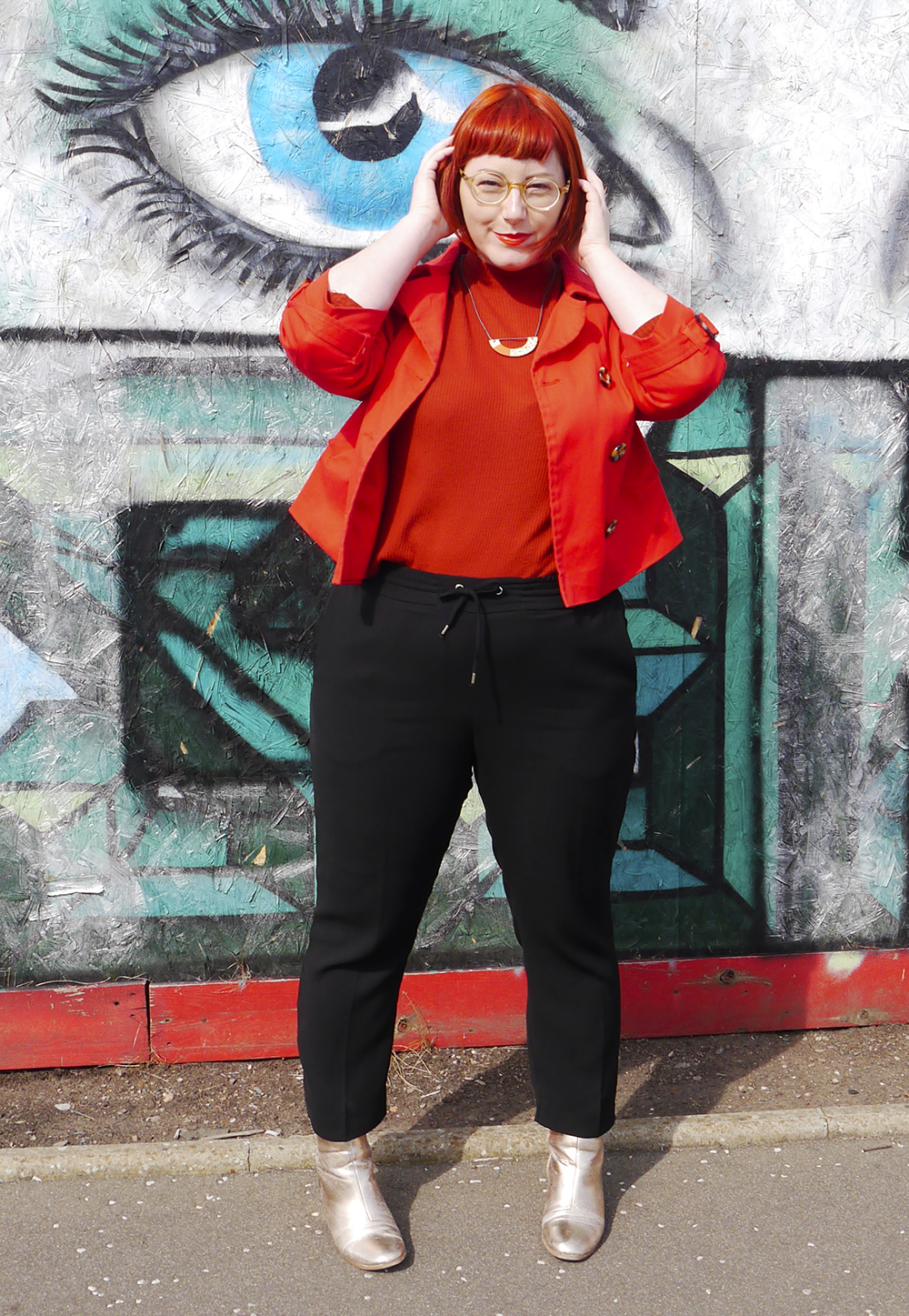 Colourful transitional summer autumn outfit worn by Scottish blogger with red hair