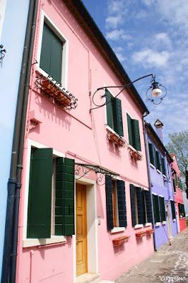 I bei colori delle facciate delle case di Burano