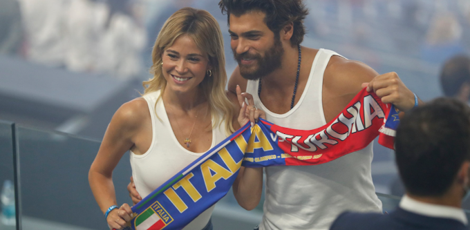 """Diletta Leotta and Can Yaman, good cheer in the Italy-Turkey """"derby""""!"""