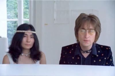 John Lennon e sua esposa, Yoko Ono, em cena de 'John Lennon: Imagine – O Filme' (Foto: Divulgação/Curta!On)
