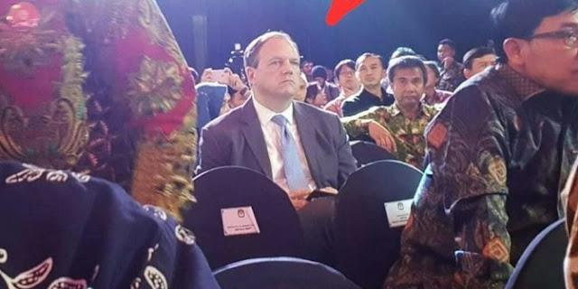 KPU Bungkam Soal Sosok Pria Bule dalam Debat Capres