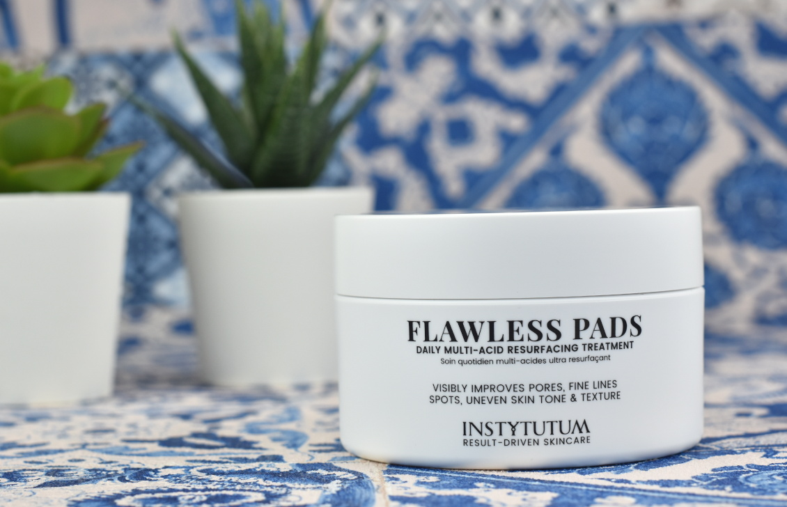 Unboxing Inhalt beautypress News Box August 2019 - INSTYTUTUM Flawless Pads