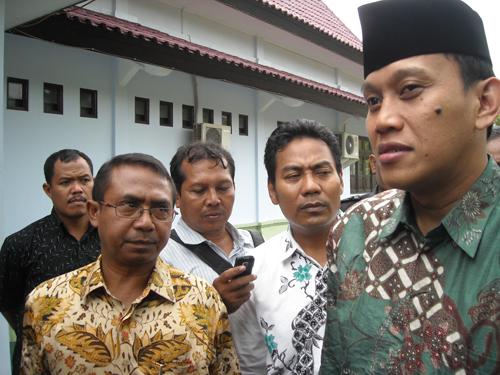 "Anggota Komisi III: ""Kami Santri dan Warga NU Siap Bela KH. Ma'aruf Amin""."