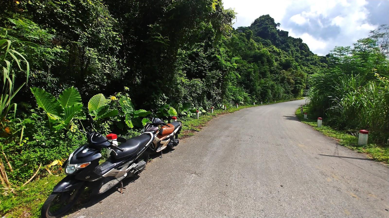 Wietnam - cat ba skutery na wyspie