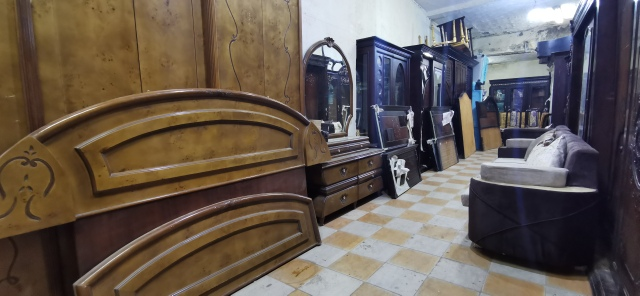غرف نوم مستعمله و دواليب جديدة مقاسات مختلفه ، ركنات جديدة 5 قطع ، سفره 6 كراسي ، 2 نيش 3 درفة