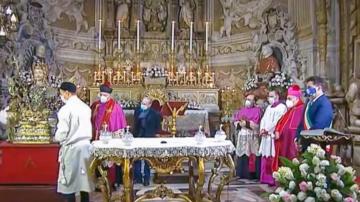 Messa dell'Aurora a Sant'Agata a porte chiuse