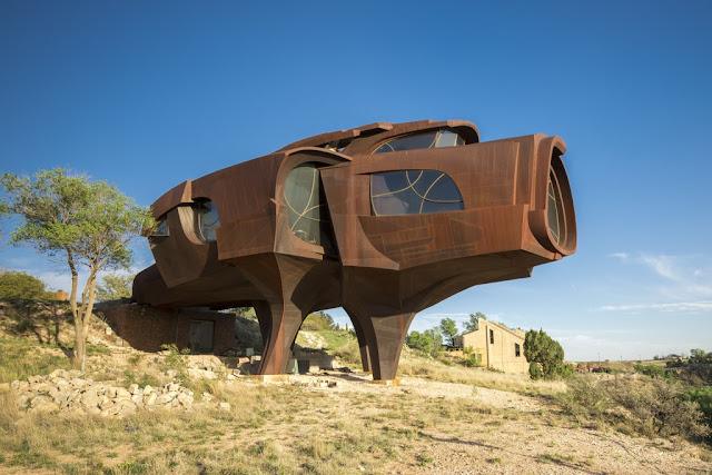 10 houses possessing strange architecture in the world