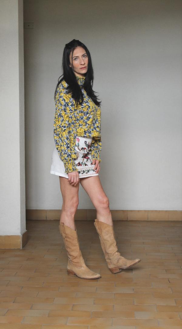 gonna ricamata, come abbinare gonna ricamata, camicia a fiori, come abbinare camicia a fiori, casual look fiorato, look fiorato, outfit a fiori, fashionblogger italiana, italian fashion blogger, themorasmoothie, paola buonacara