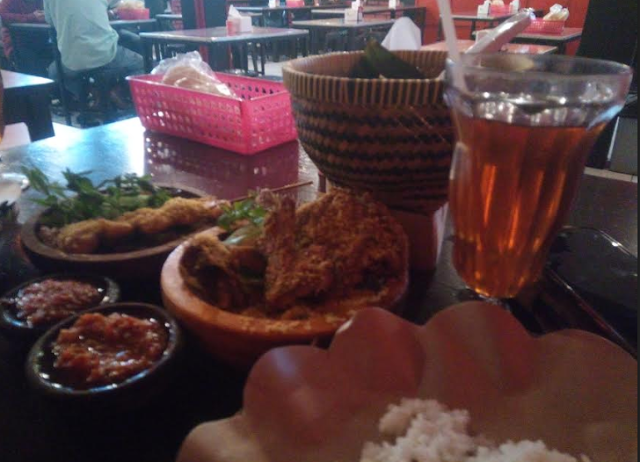 Wisata Kuliner : Pedas Menantang Sambal Dower Bandung