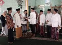 Wujudkan Nazar, Dae Yandi Serahkan Dana Rp100 juta untuk Masjid Desa Tonda
