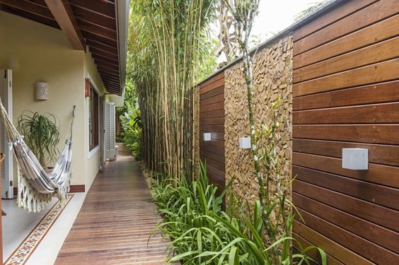 Transforme seu corredor externo num lindo jardim blog - Paredes de patios decoradas ...