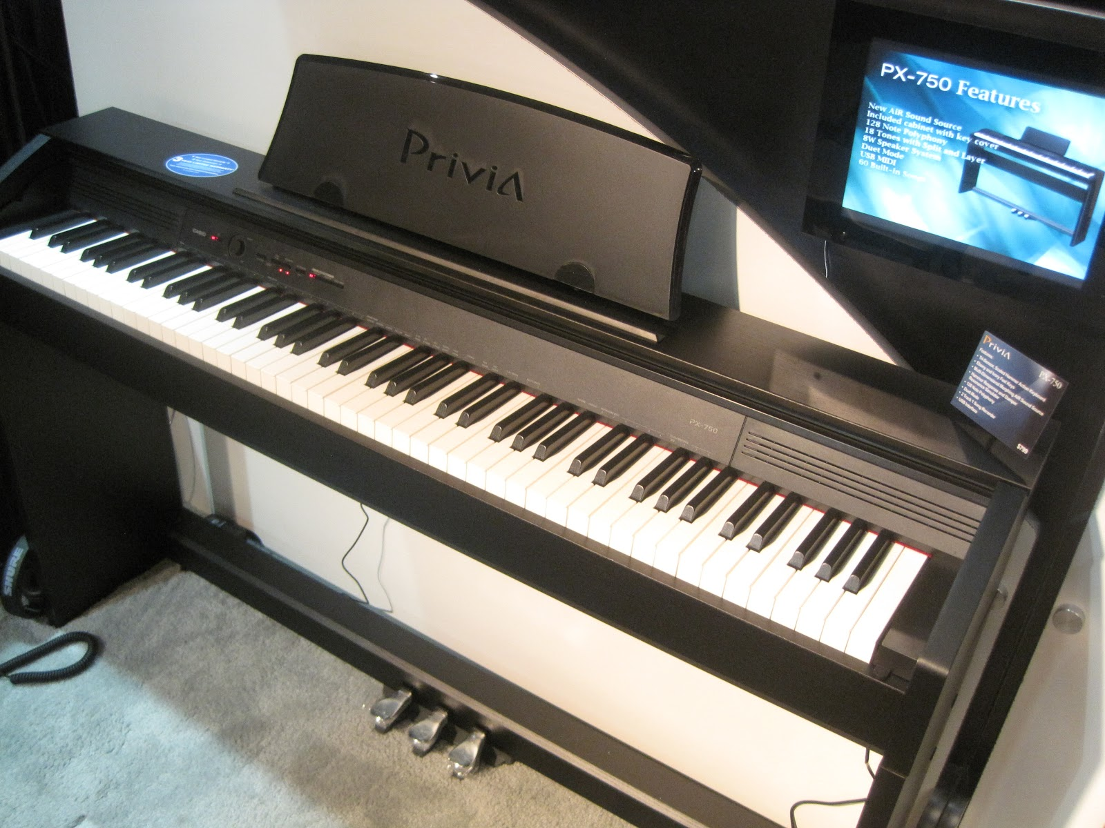 az piano reviews review yamaha ydp141 now discontinued ydp135r p95 digital pianos. Black Bedroom Furniture Sets. Home Design Ideas