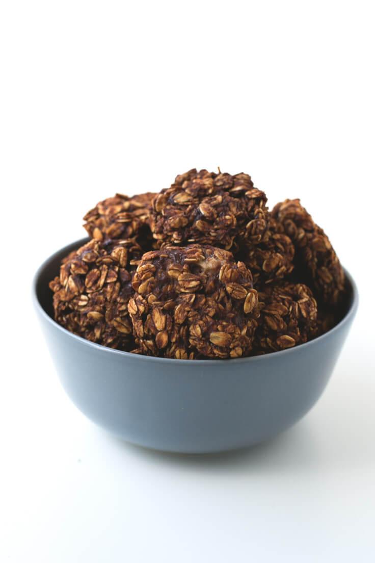 Vegan Chocolate Cookies (5 Ingredients) | danceofstoves.com #vegan